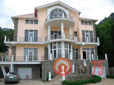 Дом 15 x 10 площадью 450 м2 + проект