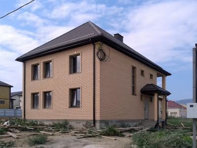 Дом 10.5 х 8.5 кирпичная облицовка  площадью 178 м2 + проект