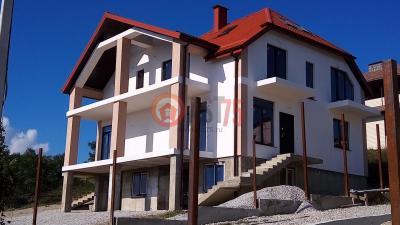 Дом 12 x 10 (с гаражом в цоколе) площадью 380 м2 + проект