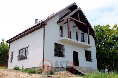 Дом 10.2 x 9.4 с балконом и простой крышей площадью 192 м2 + проект